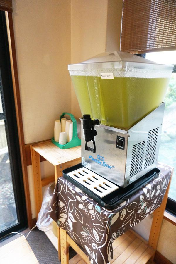 大浴場のフリードリンクの緑茶