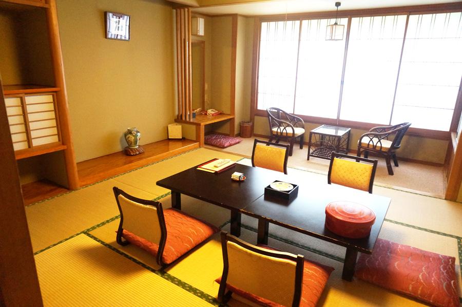 翠紅苑の和室の客室内