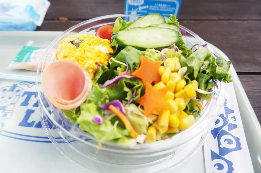 トーマスランドカフェのサラダ