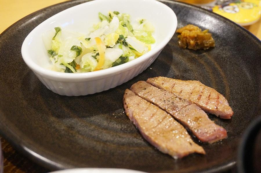ガストの牛タンとカキフライ定食